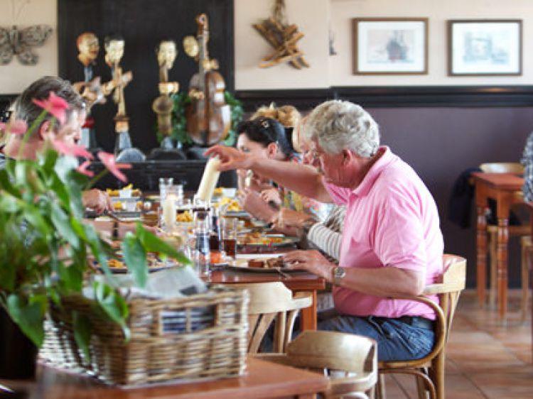 Openingstijden horeca terherne vakantie eiland in de friese meren - Centraal eiland om te eten ...